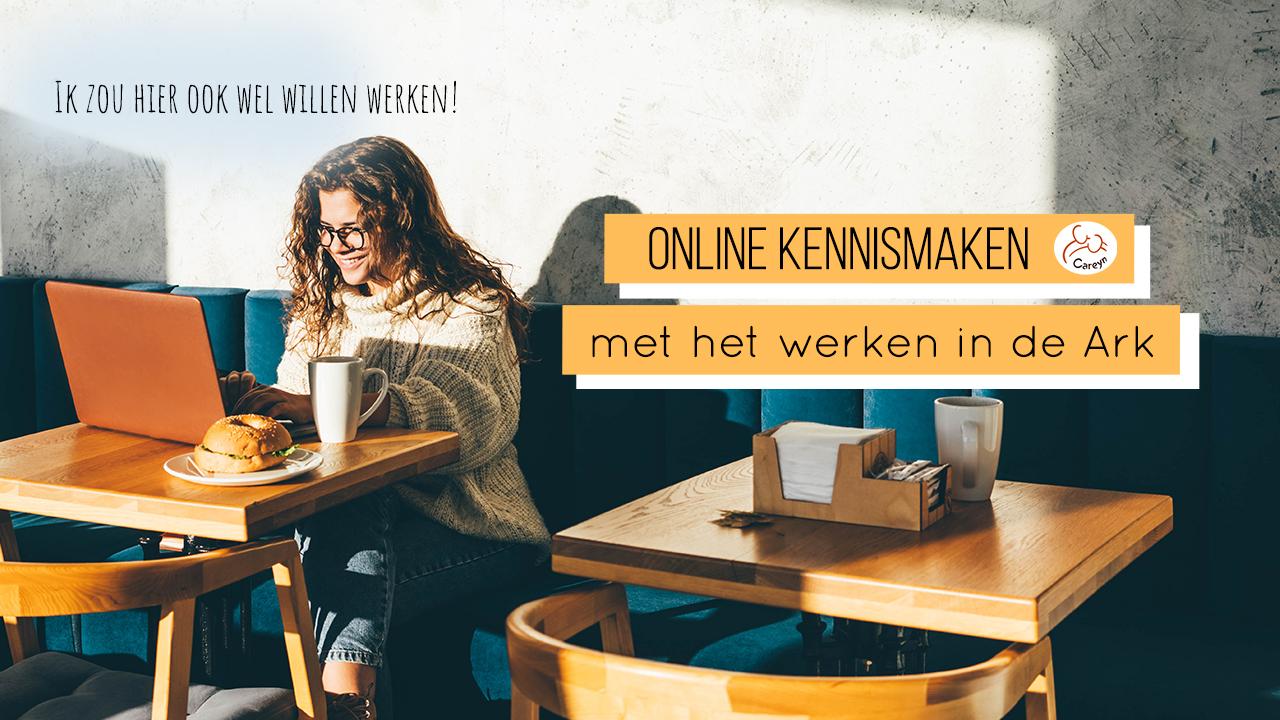 Meisje volgt de online kennismakingsessie over het werken in de Ark